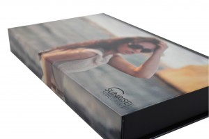 customized magnetic boxes with turned edges and soft touch lamination,